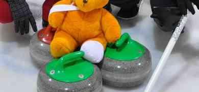 Nalle curlingjäällä
